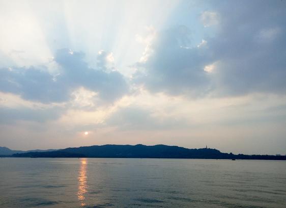 一周趣評:上海成5G人才高地;馬斯克曝电池日猛料
