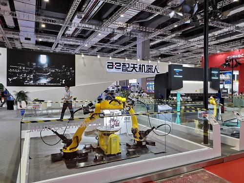 機器人与新材料,您的工博会第四日看点已到!