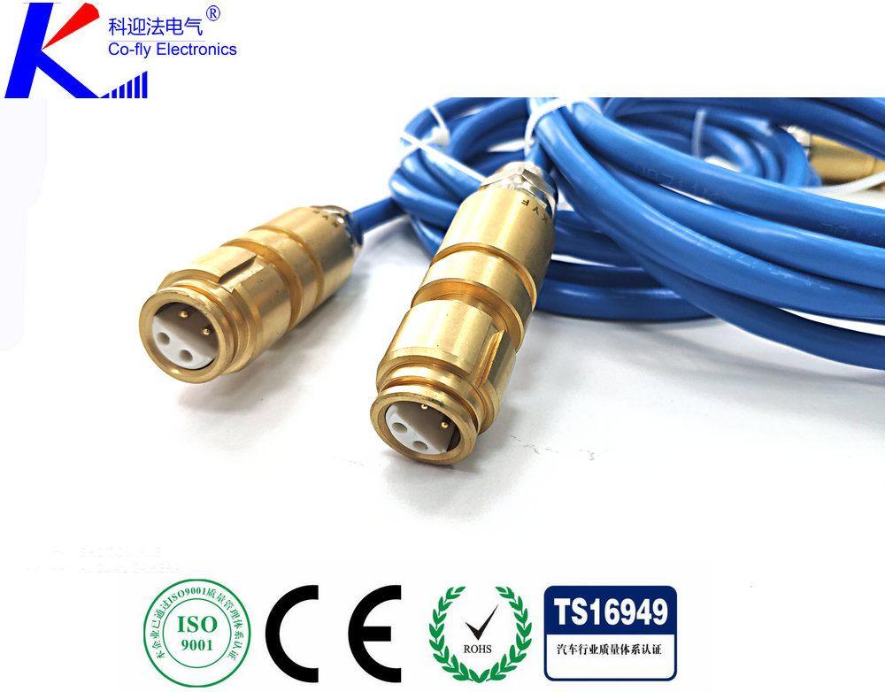 <strong><strong><strong><strong><strong><strong>矿用电缆连接器</strong></strong></strong></strong></strong></strong>,是电气开关移动变电站等设备中较常用的一款连接产品,连接器由插头部件和插座部件两个主体部件组成。每一部分又包括电缆引入系统和接线座及绝缘子,插座部件安装在机台或其他需要交流电压为10KV、电流至500A及以下的设备上,由插头部件与电缆安装后,通过三根连接导电杆插入插座,将馈电输入需提供电源的设备上。另外用两个插头部件相连接起电缆间连接耦合作用,插头部件与电缆安装后,必须用专用环氧树脂冷浇注剂填料灌满插头内腔空间,待固化后方可使用。连接器电缆引入装置备有螺旋式与压条式两种,以备选用。