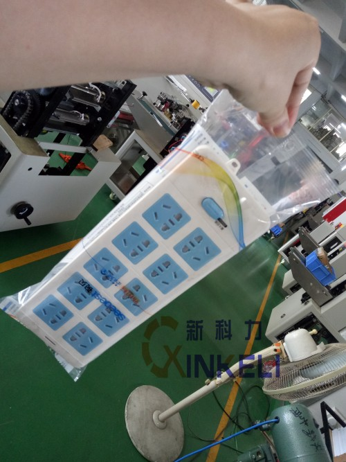 开关插座包装机,插座面板包装机,挂孔插座包装机示例图1