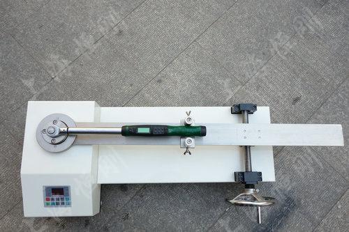 高精度扭力扳手检定装置图片