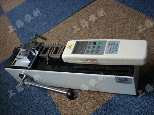 手动卧式测试仪图片  (配SGHF数显推拉力计实验图)